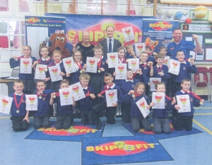 Douglas Carswell MP visits Skip2Bfit skipping workshop at Holland Park Primary School